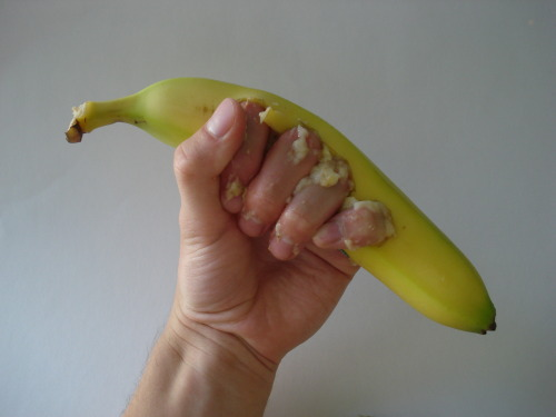 shavingryansprivates:  indepenisday:  Banana Knuckles (organic edible brass knuckles) with mp3 player  wheres the kickstarter… i wanna pledge….