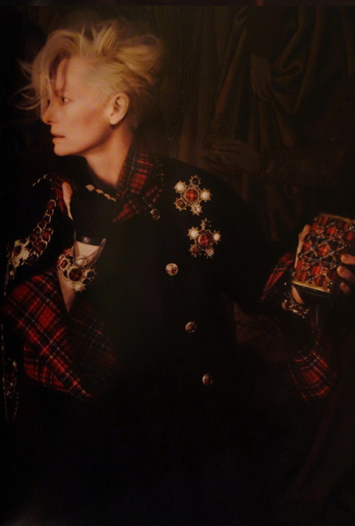 thetrueamericanbeauty:  stormtrooperfashion:  Tilda Swinton by Karl Lagerfeld for the Chanel Paris-Edimbourg 2013 Campaign  Omg she is from game of thrones!