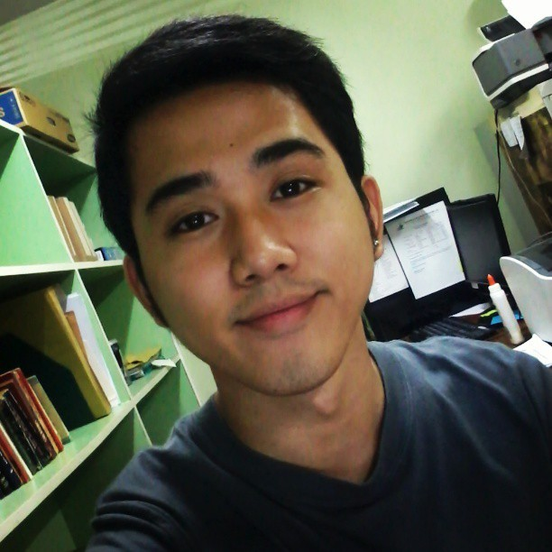 Gandang Hapon! #work #library #parttime #asian #speciallibrary #instadaily #instapic  (at Bantayog ng mga Bayani)