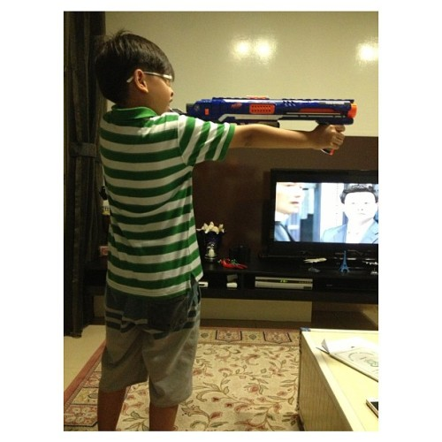 Entertaining this naughty boy wif his new toy! #koochie #rhushd #nerfgun (at The Esparis)
