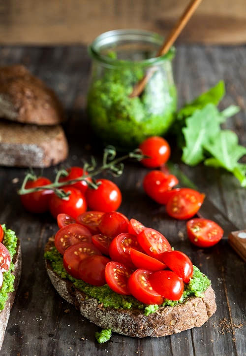 deliciousfood1:  Pesto and cherry tomato bruschetta