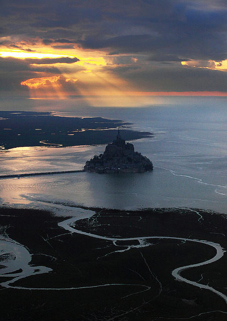 visitheworld:  Spectacular view, Mont Saint-Michel, France (by Mathieu Rivrin).