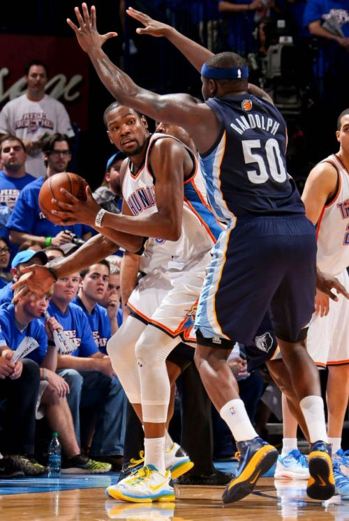 "osjosh:  kd rocking his ""kd v elite"" vs z-bo courtesy of solecollector"