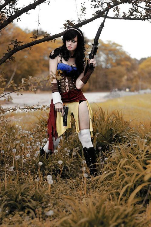 cosplay-paradise:  Badass Snow White