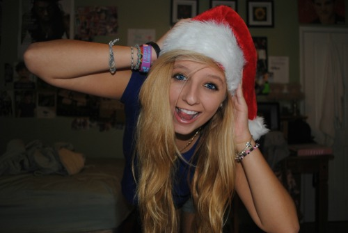 n-icoles:  merry christmas whores <3 i literally love all of my followers <3 <3