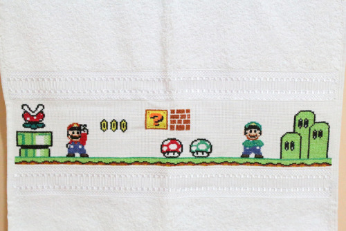 Mario Bross - Punto cruz by harumi1206 on Flickr.This is a pretty awesome towel.