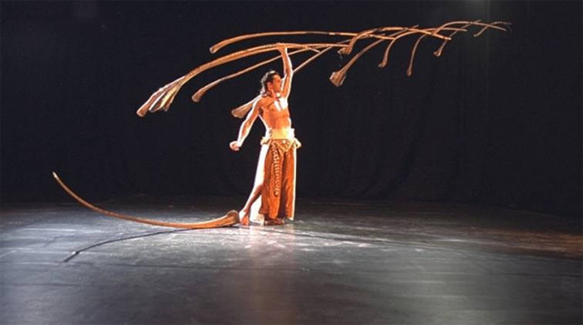 Sanddornbalance, A Remarkable Balancing Act With 14 Palm Branches & A Feather
