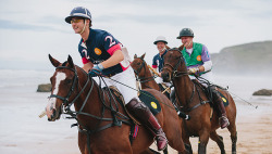 northernp0ny:  Polo on the beach