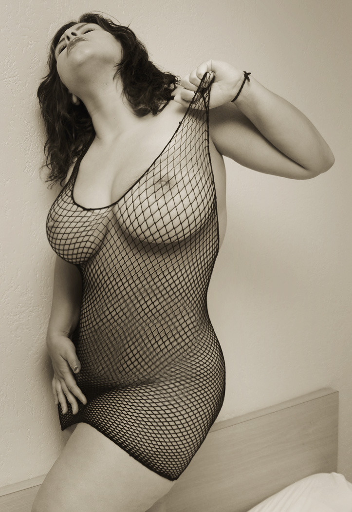 womenfanloverart:  Fishnets are awesome.
