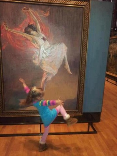 (via I Challenge You Not To Smile When You See What This Little Girl Is Doing)