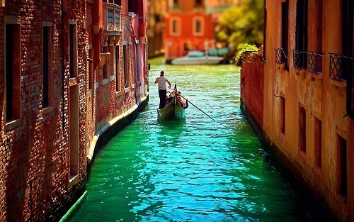 bluepueblo:  Narrow Canal, Venice, Italy photo via nibra