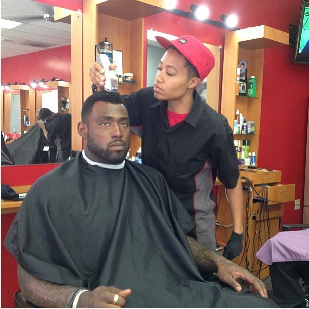 Giving #delaniewalker @onlyoncamera46 of the 49ers a #pompadour for his feature in Deep Coverage Mag/Website @deepcoverage #celebrity #athlete #celebritybarber #49ers #mbarbering #nami #namithebarber #only1nami #labarber #lafinest #nfl #nflcuts #haircuts