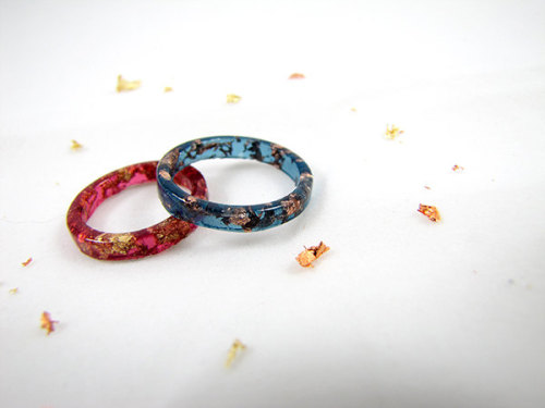 resin resin rings resin jewelry jewelry jewellery modern jewelry minimalist jewelry handmade gold flakes rose gold flakes burgundy azurite blue accessories stacking rings jewelry stacking ring stackable rings etsyshop etsyseller etsy fashion rings