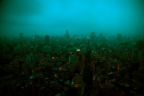 japanlove:  Tokyo, winter gloom by Arutemu on Flickr.