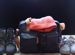 "landerurquijo:  Winter is cold. Did you get everything? Shoes, bags, knit caps"", / El Invierno es frio, ¿lo tienes todo? Zapatos, bolsas y gorros de lana"