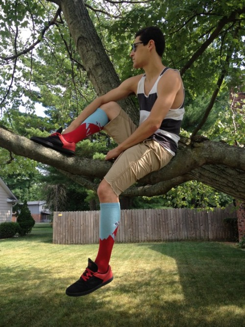 cuteguysinsocks:  chivaz's are super sexy—-to rub those legs and remove those shoes—-perfect height!  Chivaz socks just rock! Hope they become more popular!