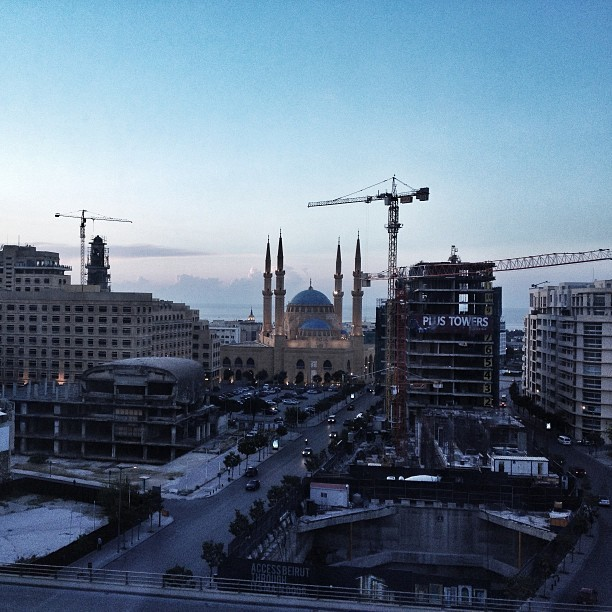 Three cranes and a mosque.  #beirut.  (at Downtown Beirut)