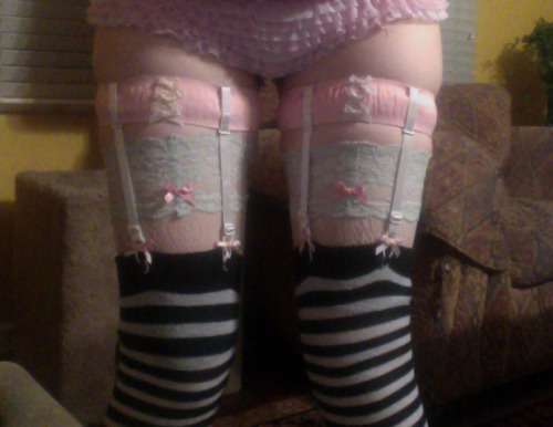 cryptozoological:  in preparation for tomorrow i made some kawaii-ass garters enjoy my cute lingerie