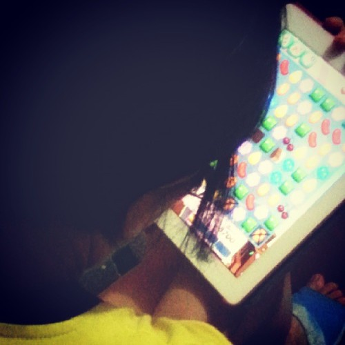 eeshameows:  #mom busyng busy lang :)) @eaneemineemoe #mother #family #candycrush