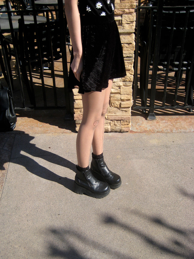 elli-rose:  love these 90s grunge boots i picked up at the thrift store for only $6~