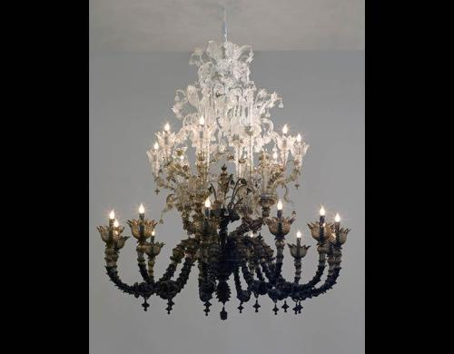 Fred Wilson - To Die Upon A Kiss - Murano glass chandelier 2011 at the Cleveland Museum of Art