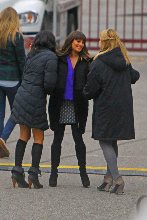 lellolamb:  thatcrazystupidlove:  Lea, Dianna and Naya on set x