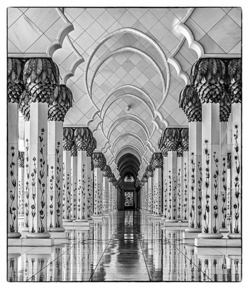 theflyinggerbil:  Grand Mosque (Abu Dhabi) (XIV) by manuela.martin on Flickr.