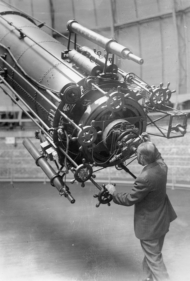 Astronomer Uses Giant Telescope to View Mars   George A. Van Biesbroeck (1880-1974), astronomer at Yerkes Observatory observing Mars when it approached close to the earth in 1926, and using the 40 inch refracting telescope, the largest of its kind in the world.   Photo by: Acc. 90-105 - Science Service, Records, 1920s-1970s, Smithsonian Institution Archives Ed note: Getting ready for the world's largest radio telescope.