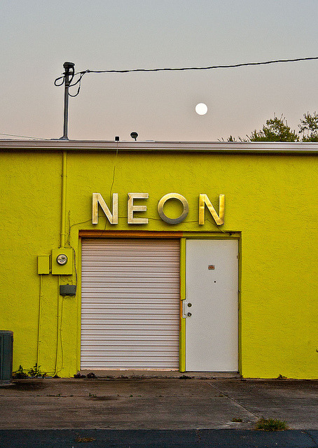 barbaraeatworld:  via  trustyourblood, kibstervintage: Neon Ocala on Flickr.