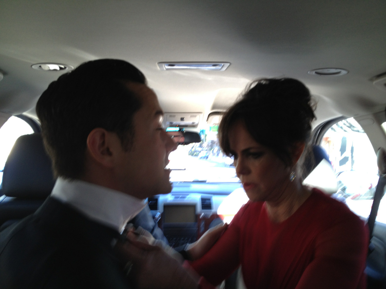 hitrecordjoe:  Sally did indeed know how to tie a bow tie! I thought she would. #Oscars  OMG Sally Field is so method. Still in character all the way up until the big night! In your face, Daniel Day Lewis.