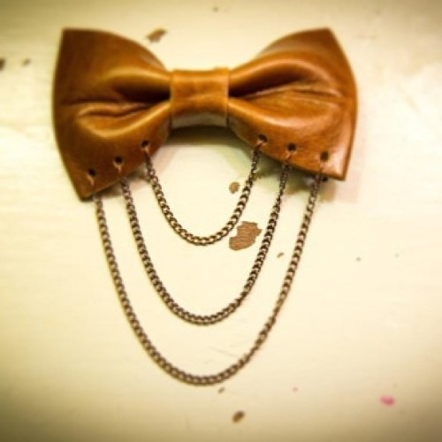The Chained Soul BowTie from the spiked soulzzz line!!! Only 5 Pre-Sale Ties left!!! Started off with 15. Once they're gone, they're gone. You don't want to miss this exclusive, limited edition tie!!! Go to cupCatesBowties.com ❤ it's made with Real Leather, Real Chains, Real artistry and more. You don't want to miss this @chrisettemichele