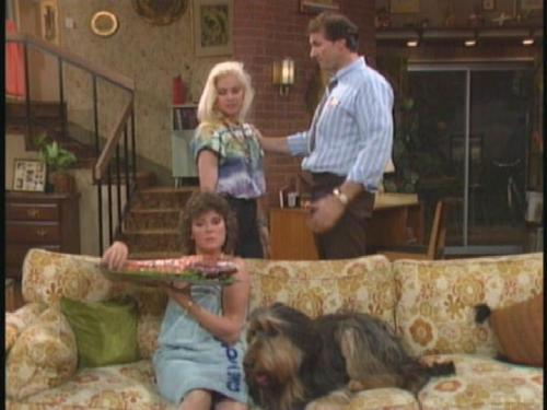 Married with Children - one cap per episode  0113 - JOHNNY BE GONE