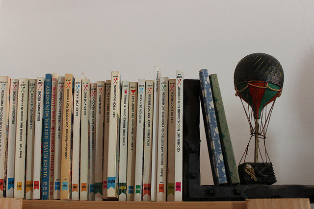 Hot-air balloon bookend by Millemara on Flickr.