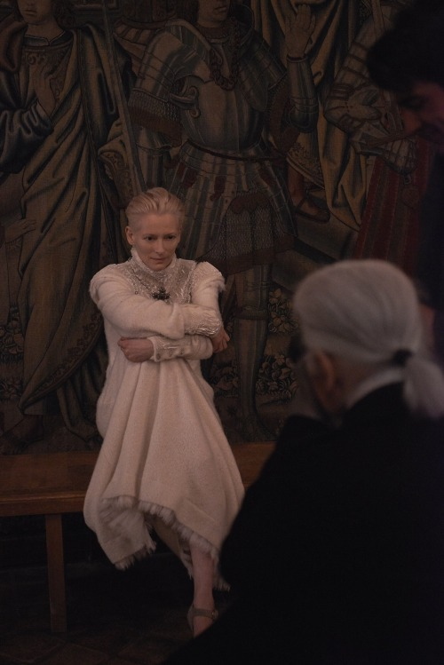 Karl Lagerfeld photographing Tilda Swinton for Chanel's 2012-13 Métiers d'Art Paris-Edimbourg campaign.