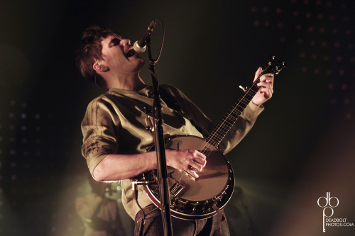 Winston Marshall of Mumford & Sons performs at the Susquehanna Bank Center in Camden, New Jersey on February 17, 2013. Photo © Deadbolt Photos/Keeyahtay Lewis.