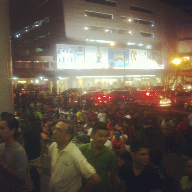 Pang box-office ang pila sa MOA kahapon ohh. HAHAHA =))) #PBA #ginebra #alaska #game2 #igdaily #ighub #webstagram #instashare #share