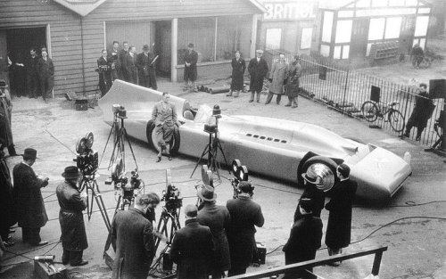 indypendenthistory:  Campbell-Railton Blue Bird, built by Sir Malcolm Campbell. It is powered by a 37 liter supercharged Rolls-Royce R V12 capable of producing about 2,800 horses. 1930s