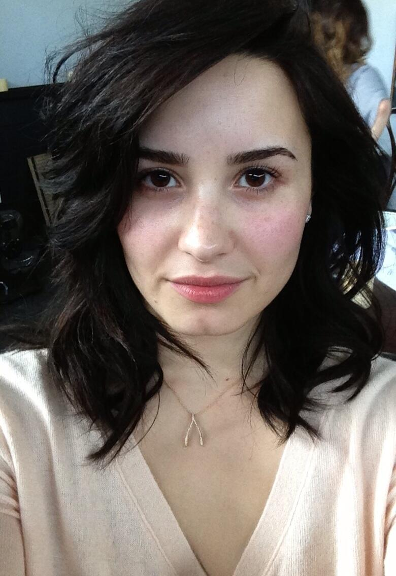 icantseeyouinthelight:   @ddlovato: Ladies, be brave today.. take off your make-up and stop using those filters!! WE are beautiful!!! ❤  wow shes so perfect