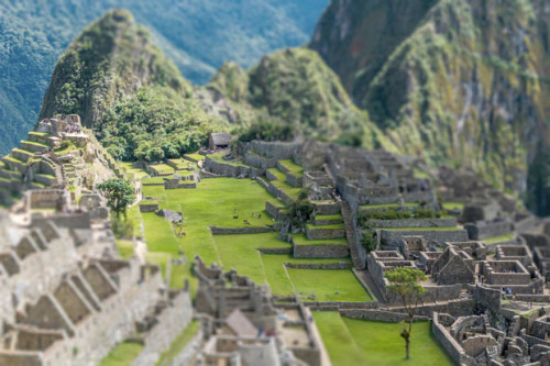 Photography: Tilt Shift by Richard Silver Machu Picchu, Peru In his 'Tilt Shift' series, photographer Richard Silver uses a digital… View Post