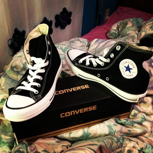 New pair of chucks :3 #oldschool #converse #littleburgundy
