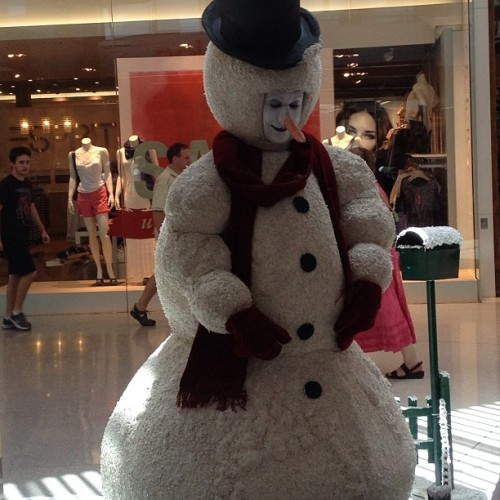 It's FROSTY Christmas time @ Robina Town Centre today  🎄👏🎁😳👍 #love #santa #xmas #goldcoast #sun #summer #christmas #shop #smile #sky #nature #igers #iphoto #igaddict #photo #photography #iphonesia #cute #like #fun #party #drink #eat #food #holiday #friends #photoaday #jj  (at Hot and Casual)