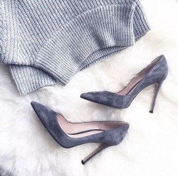 fashion heels sweater style street style outfit Clothes trend high heels clothing Make up street fashion moda ootd suede 50 Shades of Grey look do dia suede shoes scarpin grey sweater grey outfit all grey follow me on intagram @cademeuchapeu grey scarpin