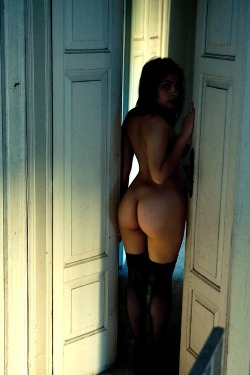 assbythepound:  Ass By The PoundSo much ass it breaks the scales!http://assbythepound.tumblr.com/