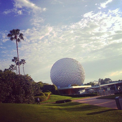The end of a lovely #Easter at #disneyworld. :) #epcot #epcotcenter #wdw #waltdisneyworld #disney #spaceshipearth #palmtrees #bluesky  (at Epcot)