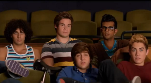 I didn't know one direction was in pitch perfect