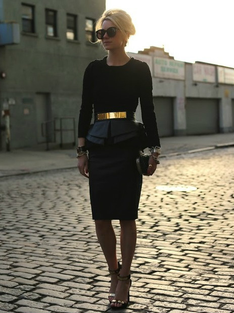 must-have-outfits:  Amazing black ensemble w/ gold accents