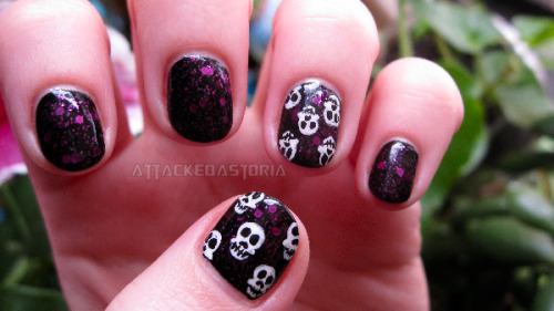 simple skull accents.. took my acrylics off so now I have itty bitty stumps.