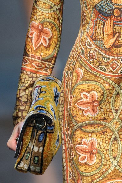 notordinaryfashion:  Dolce Gabbana Fall 2013 - Detail
