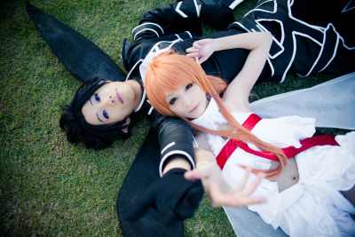 xxpuffy:  Asuna: xxPUFFY Kirito: mangalphantom Photographer: Steamline Lumiere   idc i will reblog this again.
