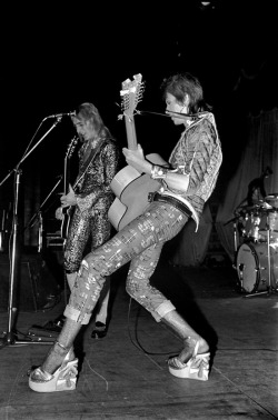 superseventies:  David Bowie and Mick Ronson on stage during the Ziggy Stardust tour, December 1972.